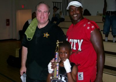 cops-helping-kids-boxing