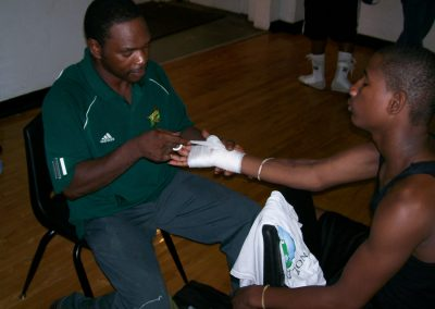 cops-helping-kids-boxing3