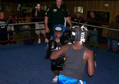 cops-helping-kids-boxing5