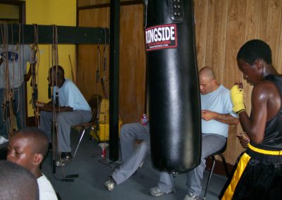 cops-helping-kids-boxing6